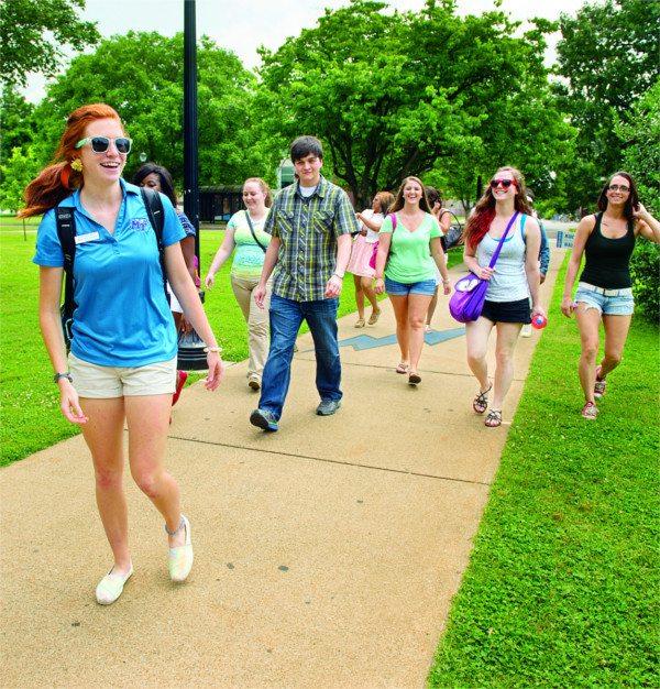 MTSU students walking on campus