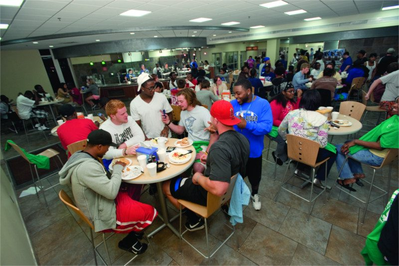 MTSU students at the food court